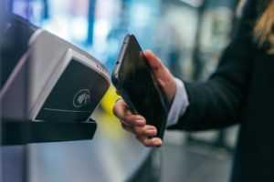 Банковская бесконтактная карта. Плюсы и минусы бесконтактной оплаты