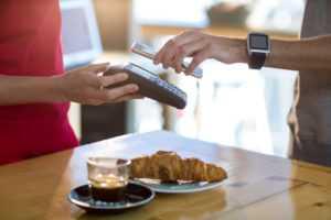 Сравнение приложений для бесконтактной оплаты смартфоном: какой банк выбрать, как использовать, удобно ли | AIN.UA