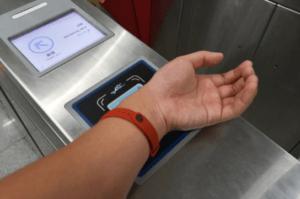 Фитнес браслет с NFC чипом для оплаты на Android Pay