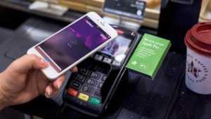 Как оплачивать телефоном вместо карты Айфон: использование NFC
